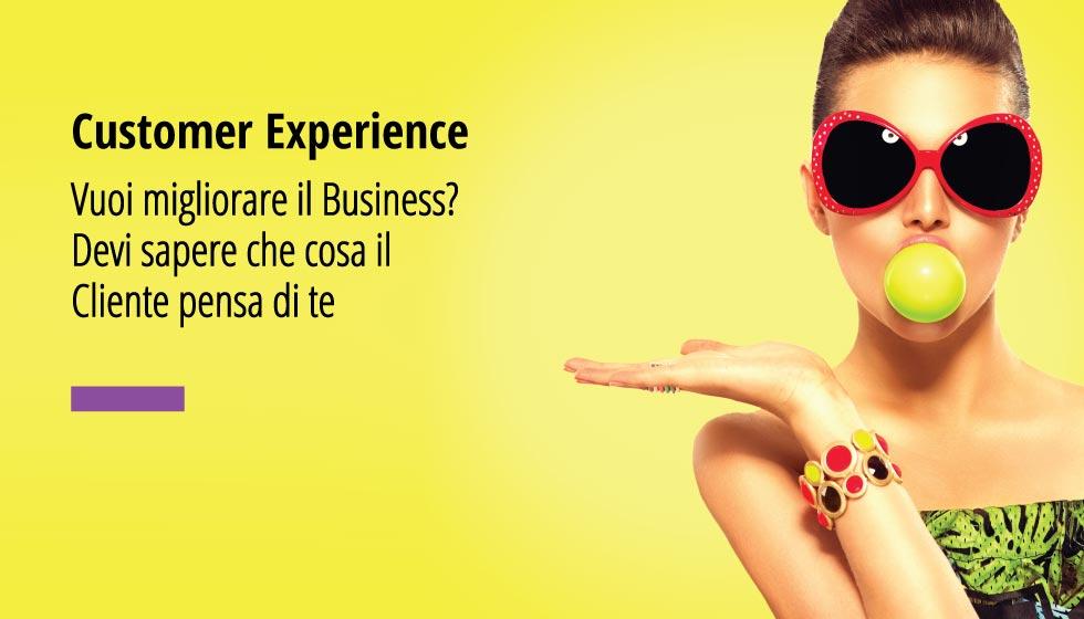 """In questa fotografia una bellissima donna su sfondo giallo limone. In over la scritta """"Customer Experience"""" Vuoi migliorare il tuo business? Devi sapere che cosa il cliente pensa di te."""