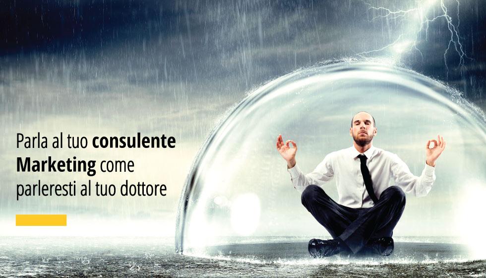 """In questa immagine un uomo di marketing seduto sotto una bolla di vetro. In over la scritta """"Parla al tuo consulente Marketing come parleresti al tuo dottore"""""""