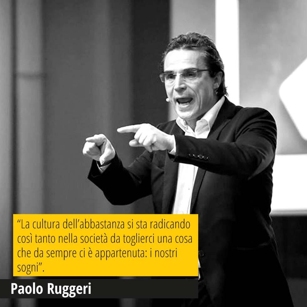 """In questa immagine Paolo Ruggeri, founder di OSM, ed in over una sua bellissima citazione """"La cultura dell'abbastanza si sta radicando così tanto nella società da toglierci una cosa che da sempre ci è appartenuta: i nostri sogni""""."""