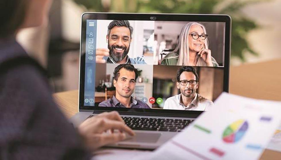 Facebook Messenger Rooms vs Google Meets