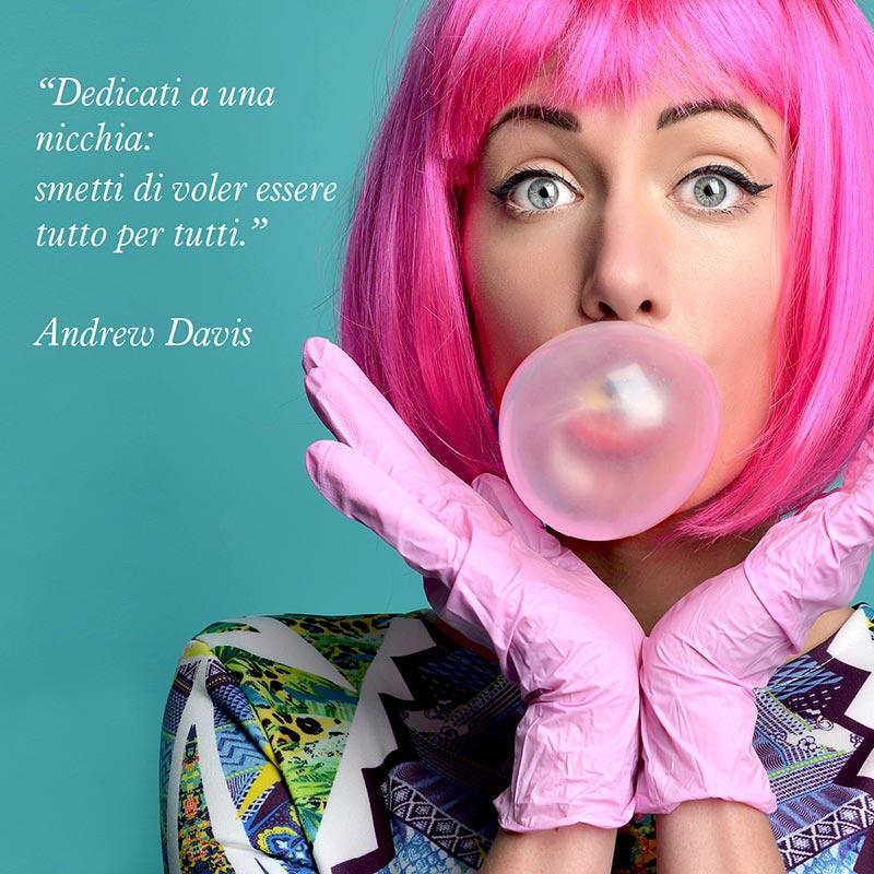 """Citazione di Andrew Davis """"Dedicati a una nicchia smettila di voler essere tutto per tutti"""""""